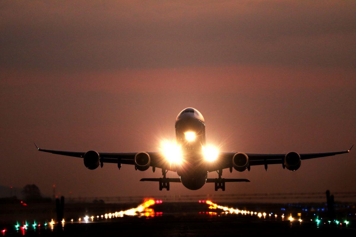 Am voie să călătoresc cu avionul dacă sunt însărcinată?
